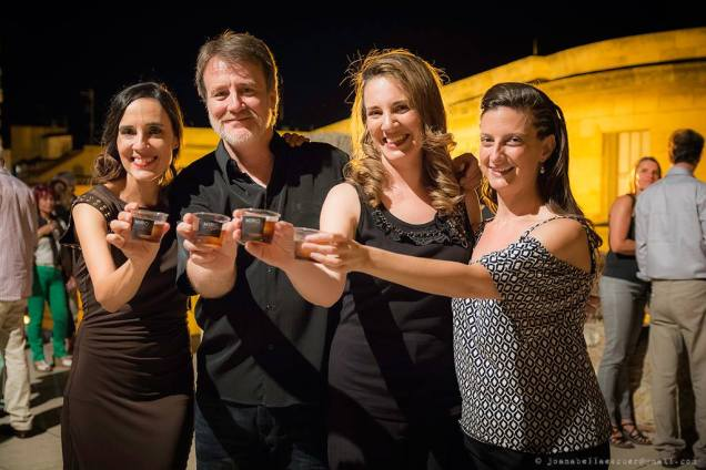D'esquerra a dreta: María Parra (directora del Bouquet Festival), Xavier Pié, Carmen Becerra i jo mateixa, cel·lebrant amb Vermut Miró. Foto: Joan Abella Escuer